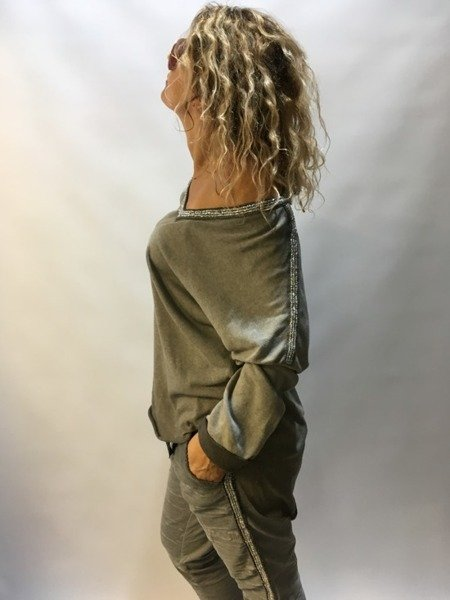 Bluzka beżowa ze srebrną lamówką
