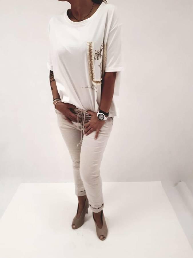 Bluzka biała oversize wzór.