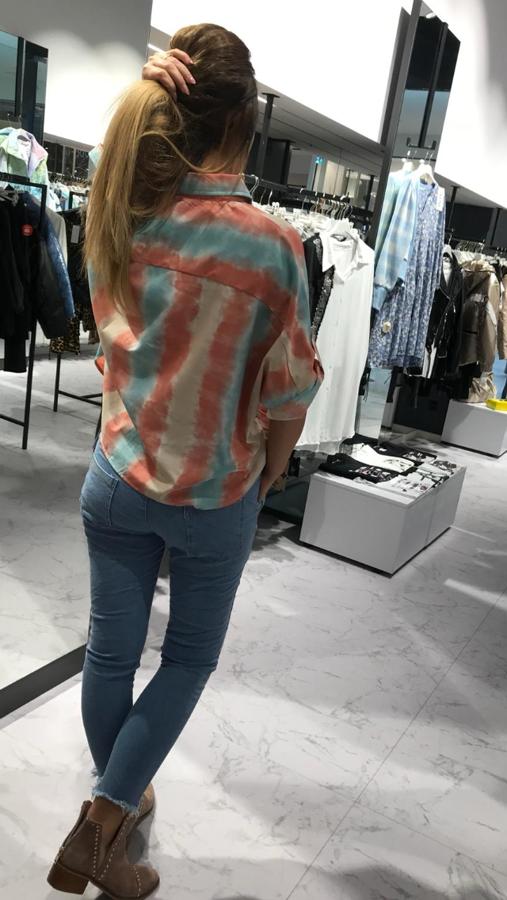 Bluzka koszulowa cieniowana z łańcuszkiem oversize