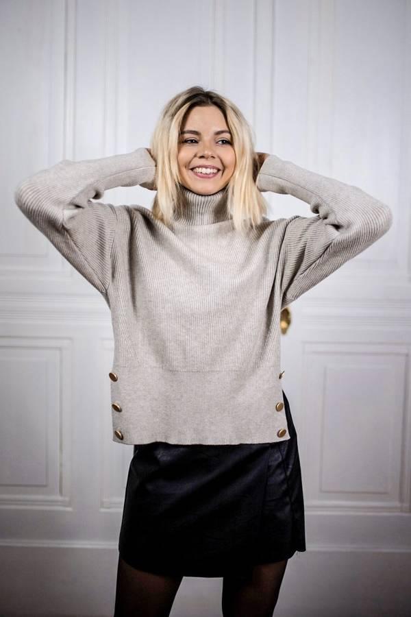 Cudowny sweter z boku guziki