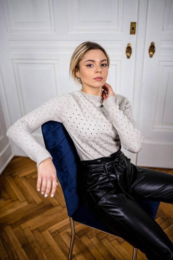 Kobiecy szary sweterek w dziurki S/M
