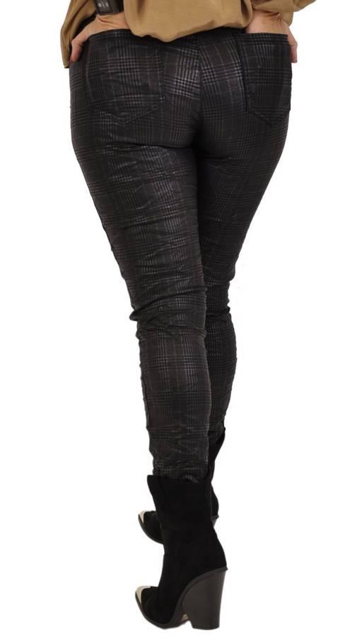 Spodnie w czarną kratkę elastyczne na gumie