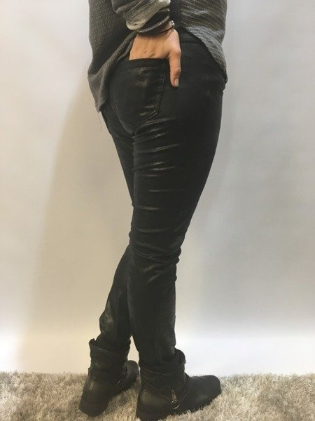 Spodnie z eko skóry czarne M