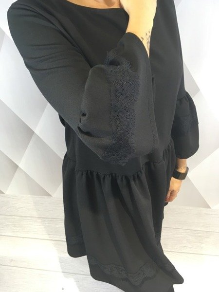 Sukienka czarna z koronką