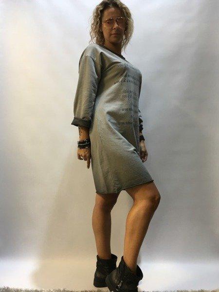 Sukienka dresowa  z napisami - niebieska