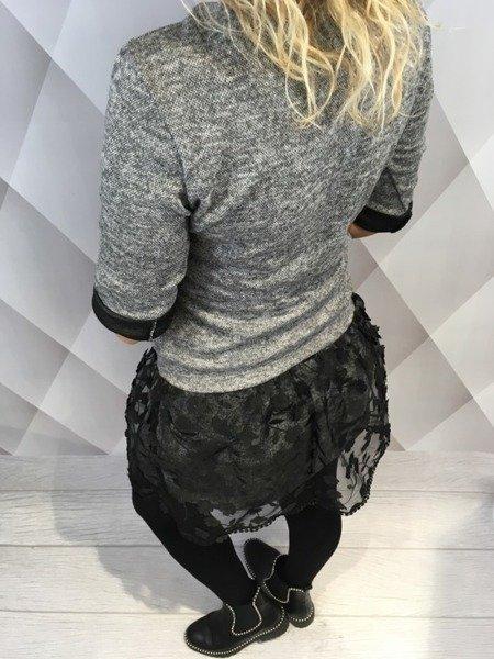 Sukienka grafitowa z tiulowym dołem.
