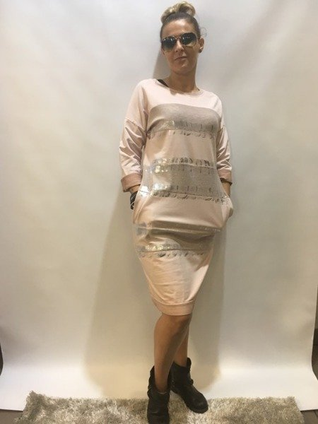 Sukienka różowa w srebrne pasy