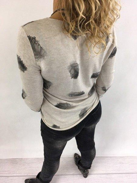 Sweter beżowy w piórka