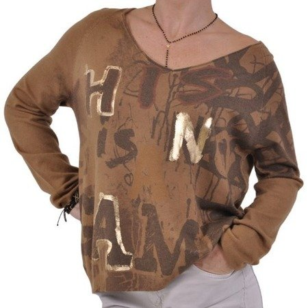 Sweter camel litery.