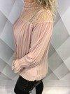 Bluzka różowa w pliskę z koronką